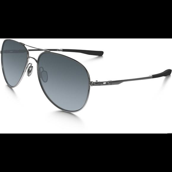 c1e8130ba24 Oakley elmont m silver aviator sunglasses. M 5ba11da8409c157d2fdd87b0